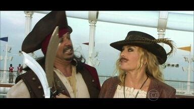 Marcos Pasquim e Angélica se transformam em piratas em festa na Disney - O ator revela seus gostos pessoais e topa se passar por um pirata durante uma festa