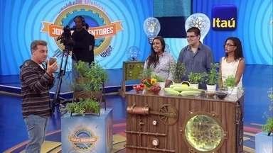 Projeto impressiona jurados e amigos ganham 30 mil reais no episódio de Jovens Inventores - Jovens inventores criam um herbicida e fertilizante natural