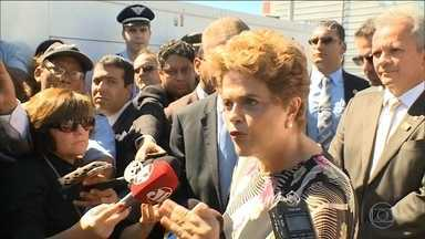 """Dilma continua a dizer que o processo de impeachment é ilegal - A presidente Dilma Rousseff continua insistindo em dizer que o processo de impeachment é ilegal. Ela disse que é preciso parar com uma """"tentativa sistemática de golpe""""."""