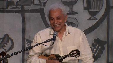 Clube do Choro faz tributo a Paulinho da Viola - Mesmo conhecido como sambista, Paulinho da Viola ajudou a revigorar o choro no Brasil.