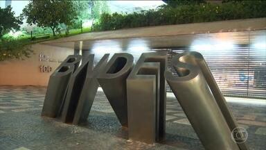 BNDES tem queda de quase 30% no lucro financeiro - O BNDES divulgou na segunda-feira (28) o balanço financeiro de 2015 e teve lucro, só que foi bem menor do que no ano anterior. O BNDES teve um lucro de mais de R$ 6 bilhões no ano passado.
