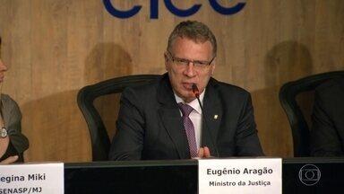 Ministro diz que União não tem condições de repassar dinheiro para pagamento do RAS - O ministro da Justiça Eugênio Aragão disse que o TCU não permitiria fazer esse tipo de despesa, tipicamente estadual.