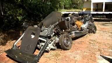 Cinco pessoas da mesma família que morreram em acidente são enterradas em Andradina - Foram enterradas nesta terça-feira (29) em Andradina (SP) as cinco pessoas da mesma família, vítimas de um grave acidente que aconteceu domingo à noite, na rodovia Euclides de Oliveira Figueiredo.