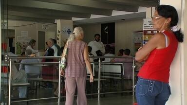 Pacientes sofrem na fila de espera para cirurgias no Hospital de Base - Só para cirurgias de hérnia e vesícula, a fila de espera chega a 900 pessoas.