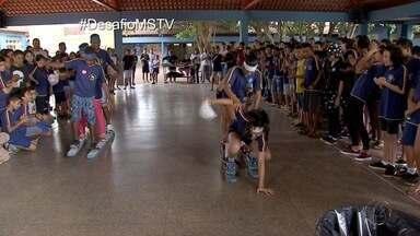 Alunos da escola Licurgo, em Campo Grande, fazem primeiras provas do Desafio MSTV - Times do Cabral e da Bruna disputam desafio contra o Aedes aegypti.