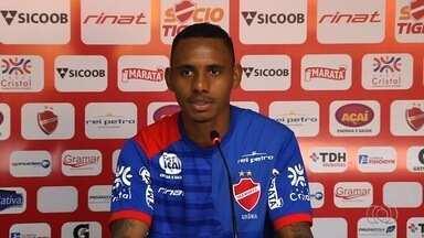 Diego Cardoso quer aproveitar vitória no clássico para se firmar no Vila - Clima no clube colorado melhora após triunfo diante do Atlético-GO