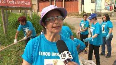 Grupo de mulheres realiza mutirão contra a dengue em Barbacena - Elas se uniram à Associação do Bairro Floresta. Próximo mutirão de limpeza deve acontecer no dia 5 de abril.