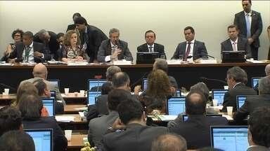 Comissão que analisa impeachment vai ouvir três juristas e um ministro - O prazo para a apresentação da defesa da presidente Dilma Rousseff deve terminar na segunda-feira (4), quando completam 10 sessões do plenário.