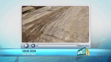 VC no MGTV: Esgoto escorre em rua de Juiz de Fora - Problema foi registrado na via Pitangui, no Bairro Eldorado. Cesama disse que esteve no local para desentupir a rede, mas a situação ainda não foi resolvida.
