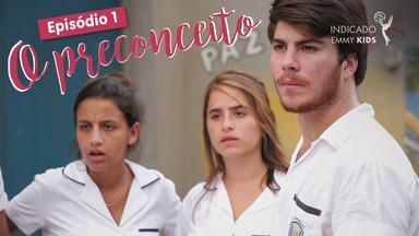 Eu só quero amar - Episódio 1 - O preconceito - Henrique e Camila passam por um situação bastante desagradável no colégio e precisam dar a volta por cima.