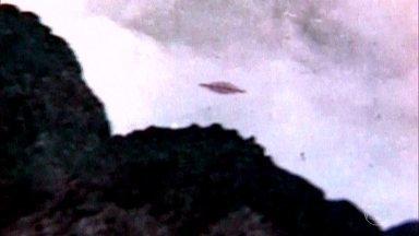Foto de OVNI deu fama mundial ao Arquipélago da Trindade - A foto de um OVNI foi tirada a bordo do navio Almirante Saldanha em 8 de janeiro de 1958, na Ilha da Trindade, e rodou o planeta.