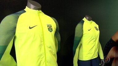 Uniformes que serão usados por atletas brasileiros durante as Olimpíadas são apresentados - O Comitê Olímpico Brasileiro apresentou os uniformes que serão usados pelos atletas brasileiros na Vila Olímpica e no pódio.