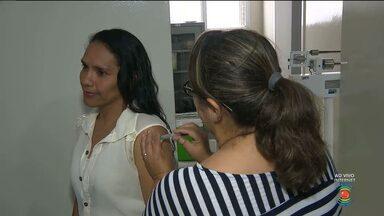 Secretaria de Saúde de Campina Grande imuniza contra H1N1 - Nessa primeira fase estão sendo vacinados trabalhadores da área de saúde. Segunda-feira começa oficialmente a imunização das gestantes.