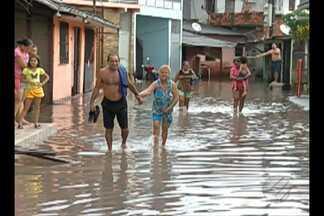 Chuva provoca alagamentos na Grande Belém - Cerca de 60 famílias tiveram as casas alagadas no bairro do Una, em Ananindeua.
