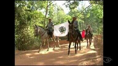 Grupo de amigos percorre a Rota Imperial como os antigos tropeiros no ES - O grupo deve chegar em Vitória no dia 20.