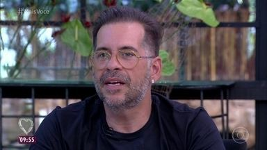 Leandro Hassum comenta dificuldade para largar o cigarro - Tiago Abravanel conta que parou de fumar com facilidade. Leandro ainda não conseguiu