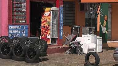 Comerciantes dos bairros buscam alternativas para enfrentar a crise econômica - De um ano pra cá, as vendas no comércio de Ponta Grossa caíram mais de 7%