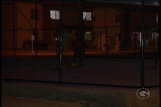 Presidente da Celpe fala sobre problemas de iluminação em bairros de Petrolina - No Residencial Vivendas 1 e 2, a área de lazer está as escuras.