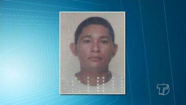 Açougueiro é encontrado morto em ramal na comunidade Tabocal - Polícia Militar suspeita de queda e família e moradores de assassinato. Corpo foi achado com um ferimento na boca na manhã desta sexta (15).