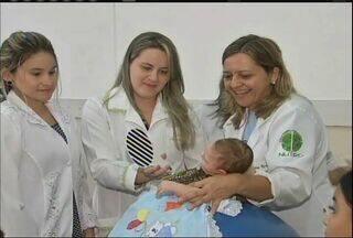 Profissionais de saúde participam de treinamento para atender crianças no interior - Mais de 200 casos de microcefalia estão sendo investigados.