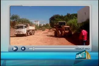 Após reclamações de telespectadores, situação de via em Divinópolis é solucionada - Telespectador enviou imagens de máquinas trabalhando para resolver problemas na Rua José Geraldo da Fonseca.