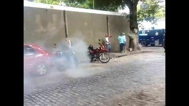 Protesto de seguranças tem confusão na região central do Recife - PM usou bombas de efeito moral e balas de borracha.