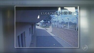 Guardas de Itupeva envolvidos em acidente voltam ao trabalho - Já voltaram ao trabalho os quatros guardas civis municipais de Itupeva (SP) que se envolveram em um acidente esta semana na cidade. A viatura em que eles estavam capotou quando eles iam atender uma ocorrência.