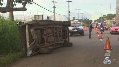 Mato impede visão de motorista e causa acidente em rodovia do Amapá - Mato impede visão de motorista e causa acidente em rodovia do Amapá