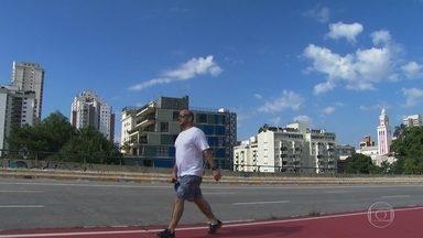 Tempo seco causa falta de ar e cansaço nos moradores da capital - Com o calorão, haja fôlego para fazer exercício e concluir uma simples caminhada se transforma em um desafio.