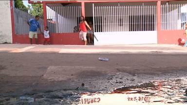 Esgoto invade área escolar e prejudica estudantes no bairro Angelim, em São Luís - Esgoto invade área escolar e prejudica estudantes no bairro Angelim, em São Luís.