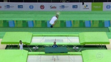 Atletas desafiam a gravidade no evento-teste de Ginástica de Trampolim - 32 atletas disputaram 16 vagas nos jogos do Rio.