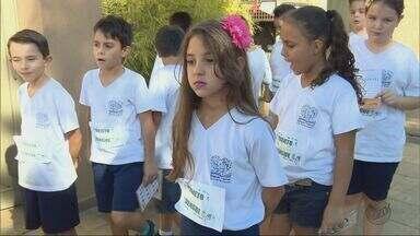 Crianças vão às ruas como 'agentes mirins' para combater o mosquito Aedes aegypti - Crianças vão às ruas como 'agentes mirins' para combater o mosquito Aedes aegypti