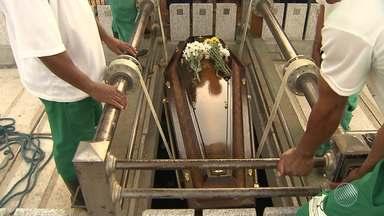 Corpo de policial assassinado na Federação é enterrado - Este é o primeiro caso de policial morto durante o trabalho em Salvador este ano.