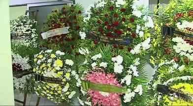 Corpo do jornalista Marcolino Junior é enterrado em Caruaru, Pernambuco - Colunista social desapareceu sábado foi achado morto na segunda-feira (18).