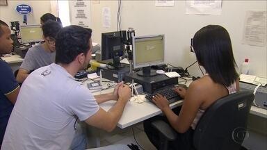 Postos do TRE-PE realizam recadastramento biométrico no feriado de Tiradentes - Serviço também é realizado no fim de semana, quando não é necessário agendamento prévio. É preciso levar original do documento de identidade e comprovante de residência. Prazo final é no dia 4 de maio.