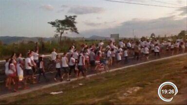 Moradores de Pinda protestam após morte de menina vítima de racha - Manifestantes pediram justiça pela morte de Sofia.