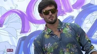 Homens aderem à moda das estampas - O programa promove um desfile de camisas estampadas. A consultora de moda Rafaela Cardoso dá dicas para usar os modelitos com estilo