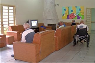 Asilo em Itaquaquecetuba tem cinco dias para transferir idosos - Telefone do Conselho Municipal do Idoso é 4798-4716.