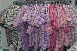 Chegada do tempo frio anima comerciantes em suas vendas - Comerciante vê nova chance de conseguir clientes com a coleção de roupas de inverno.