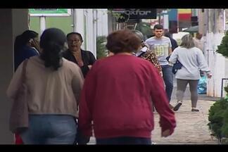 Temperaturas ficam mais baixas em cidades do Triângulo Mineiro - Massa de ar frio atingiu Ituiutaba que registrou 13ºC nesta quarta-feira (27).Possibilidade de tempo frio deve se estender até o fim da semana.