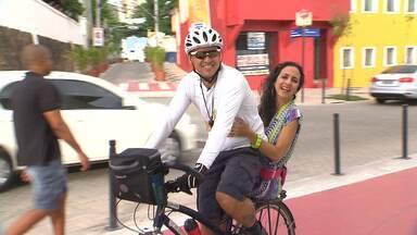 Maria Menezes mapeia os adeptos às bikes - Apresentadora do Mapas Urbanos conhece uma galera que usa a bicicleta como meio de transporte e instrumento de trabalho