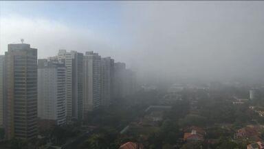 Temperatura baixa e alta umidade do ar formam neblinas na região de Ribeirão Preto, SP - Confira a previsão do tempo para este final de semana.