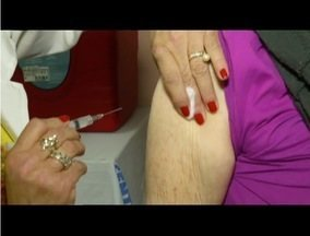 Postos de Saúde de Petrópolis, RJ, recebem vacinação no 'Dia D' contra a gripe - Na primeira semana de campanha, 10 mil pessoas foram imunizadas na cidade.