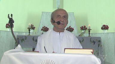 Comunidade da Igreja São Judas Tadeu prepara festa para Padre Francisco Leite - A comunidade fica no bairro do Marapé. O padre completou 84 anos nesta semana.