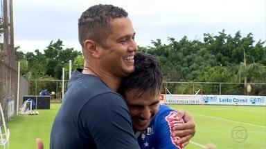 Ex-atacante do Cruzeiro, Marcelo Ramos visita Toca da Raposa e passa mensagem de apoio - Ex-atacante do Cruzeiro, Marcelo Ramos visita Toca da Raposa e passa mensagem de apoio