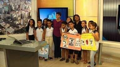 Estudantes visitam redação e estúdios da TV Anhanguera, em Goiânia - Eles participaram do Concurso Jornalista Mirim.
