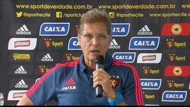 Oswaldo chega para assumir comando do Sport - Oswaldo chega para assumir comando do Sport