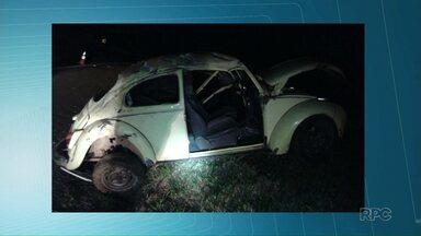 Motorista bêbado se envolve em acidente na PR-151 - O condutor sofreu, apenas, ferimentos leves. O passageiro do carro morreu.