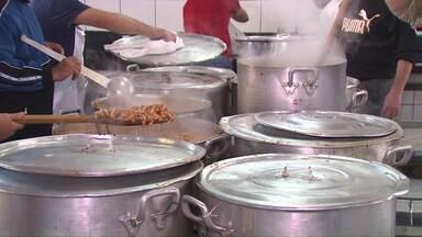 No dia do trabalhador a festa do Seminário São José deve reunir 25 mil pessoas - Serão assados 600 costelões ao fogo de chão, mas antes, tradicionalmente é servido outro prato típico, a buchada.