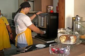 Tempo frio aumenta procura por comidas e bebidas quentes - Movimento em algumas lojas aumentou 50% em uma semana.